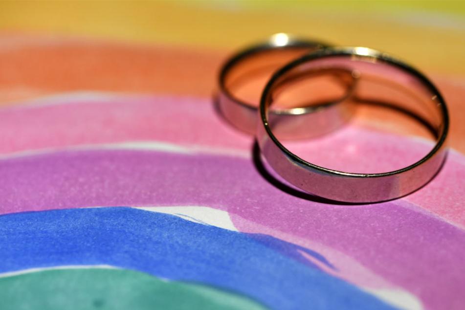 """Die """"Ehe für alle"""" wurde im Sommer 2017 von Bundestag und Bundesrat beschlossen."""