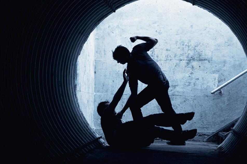 Die Männer bemerkten, dass der 25-Jährige ihnen gefolgt war und schlugen erneut zu. (Symbolbild)