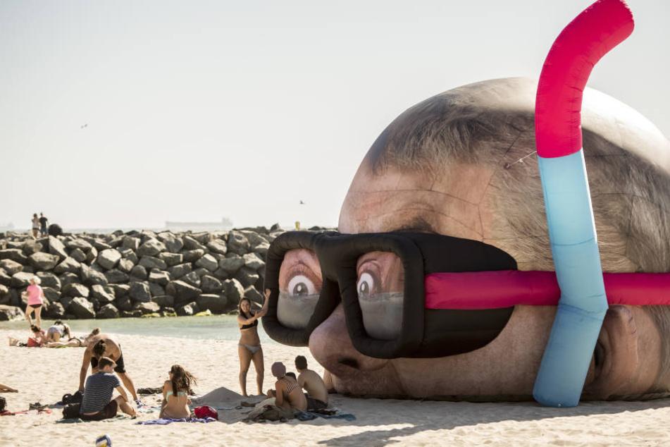 """Beliebtes Fotomotiv: Skulptur """"Looking for Sharks"""""""