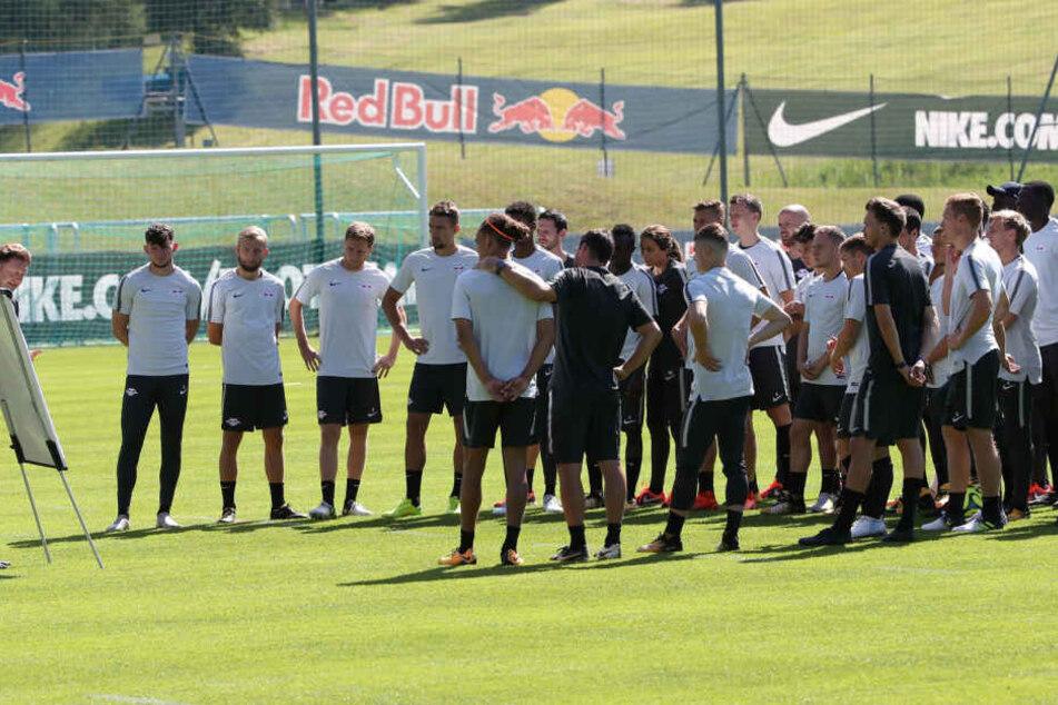 Auch im vergangenen Jahr bezogen die Roten Bullen das Trainingslager in Seefeld. Damals noch mit Ex-Trainer Ralph Hasenhüttl (l.) und vielen Spielern, die mittlerweile nicht mehr in Leipzig unter Vertrag stehen.