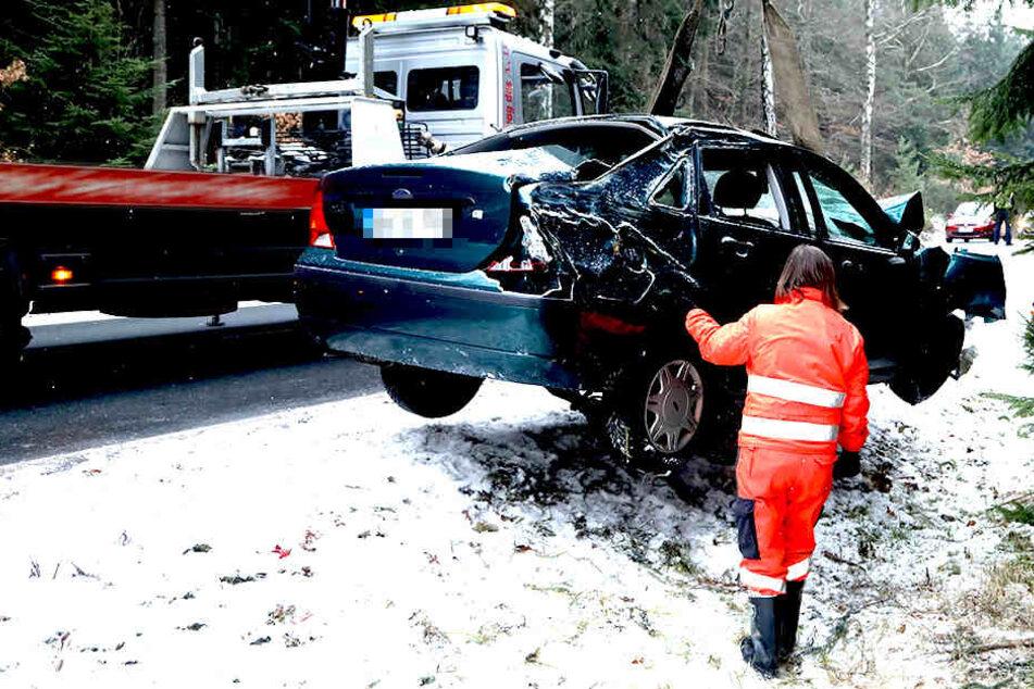 Der Verkehr konnte während der Bergung an der Unfallstelle vorbeigeleitet werden.