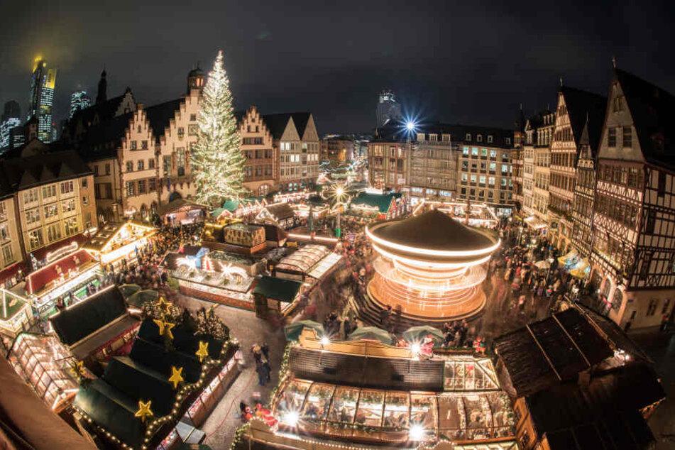 Um 17.20 Uhr wurde der Frankfurter Weihnachtsmarkt auf dem Römer offiziell eröffnet.