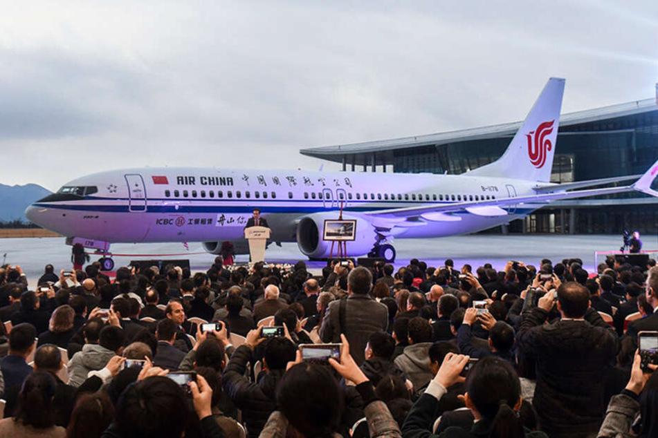 Eine Boeing 737 Max wird in China präsentiert.