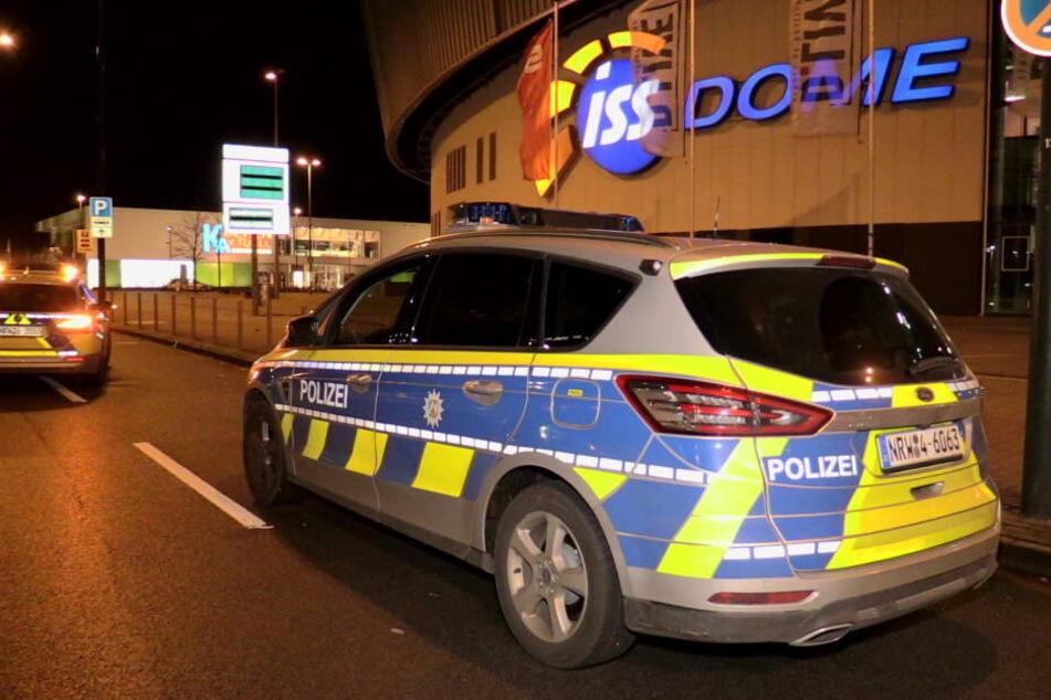 Die Polizei am ISS Dome in Düsseldorf.