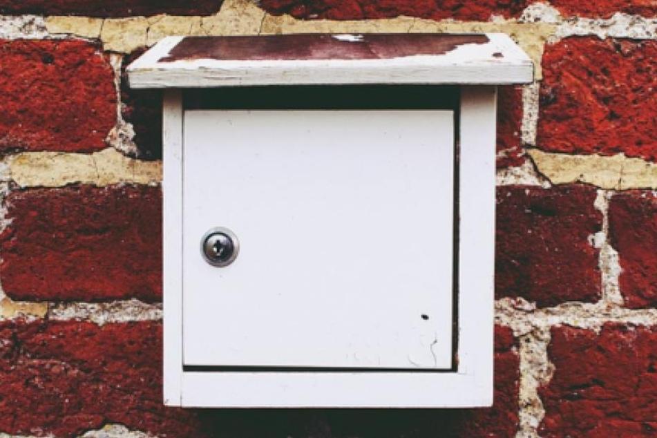 Mit einem Nachsendeauftrag geht keine Post im alten Briefkasten verloren.