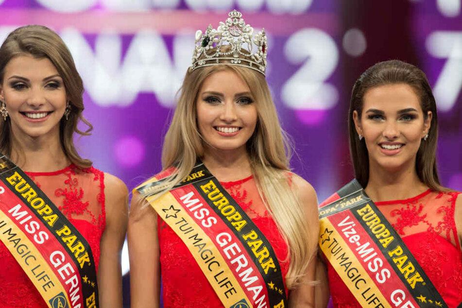 (v.l.n.r.) Die Drittplatzierte Sarah Strauß (Miss Bremen), Miss Germany 2017, Soraya Kohlmann (Miss Sachsen), und die Zweitplatzierte Aleksandra Rogovic (Miss Niedersachsen).