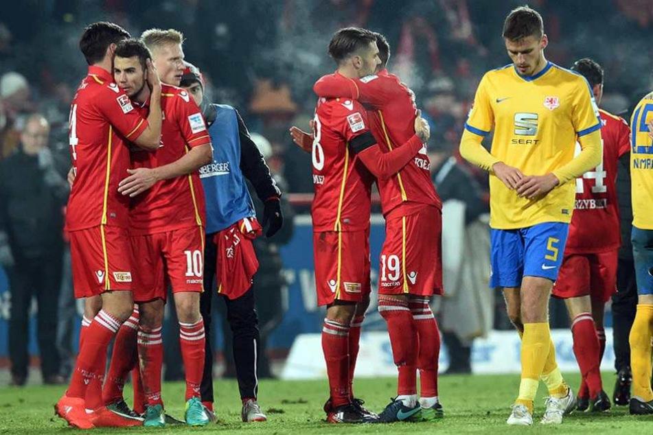 Unioner Jubel und Braunschweiger Enttäuschung nach dem 2:0-Sieg im Hinspiel.
