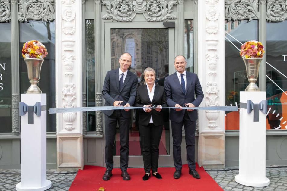 Filialleiterin Ulrike Brähmig-Heydenreich (52) gibt mit Lange & Söhne-Sprecher Arnd Einhorn (52, li.) und Europadirektor Peter Justenhoven (53) die Uhren-Boutique frei.