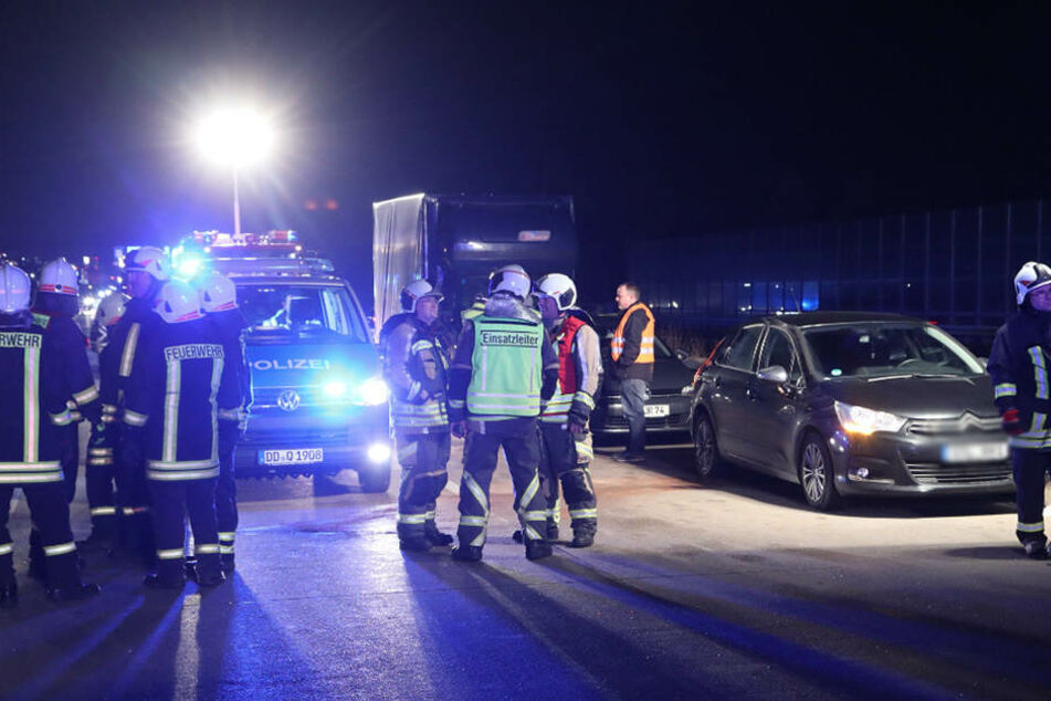 Drei Autos und ein Kleintransporter waren in den Unfall verwickelt.