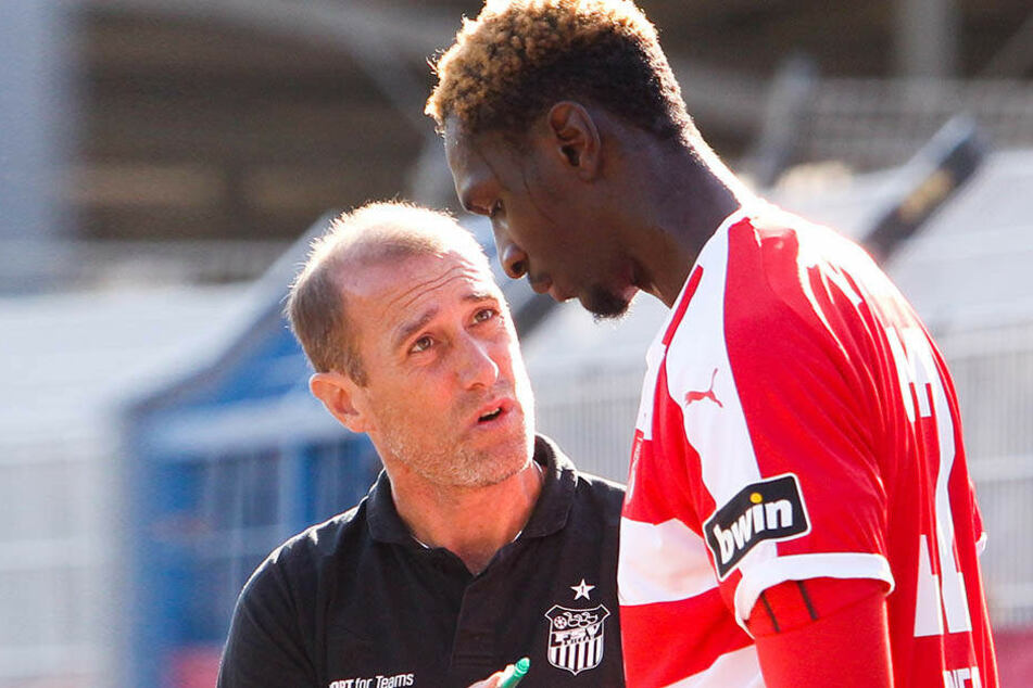 FSV-Coach Joe Enochs (l.) strich den künftigen CFCer Tarsis Bonga aus dem Kader.