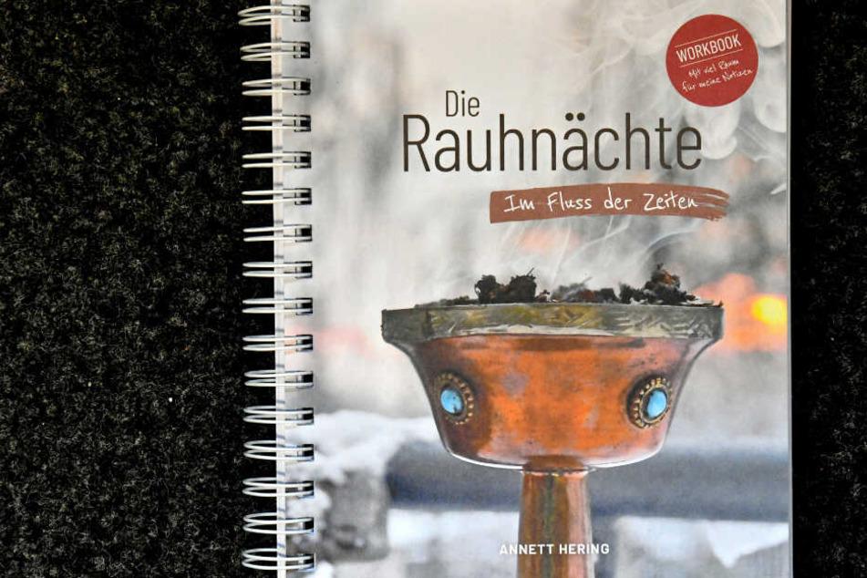 Das Handbuch zu den Rauhnächten, aufgeschrieben von Annett Hering.