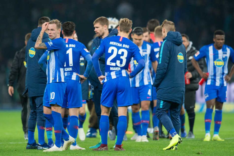 Die Hertha-Profis sind seit fünf Spielen sieglos und verwundert, über die Aktion des Managers.
