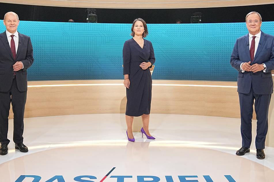 Berlin: Kanzlerkandidat Olaf Scholz (SPD, l-r), Kanzlerkandidatin Annalena Baerbock (Bündnis90/Die Grünen) und Kanzlerkandidat Armin Laschet (CDU) stehen im Fernsehstudio.