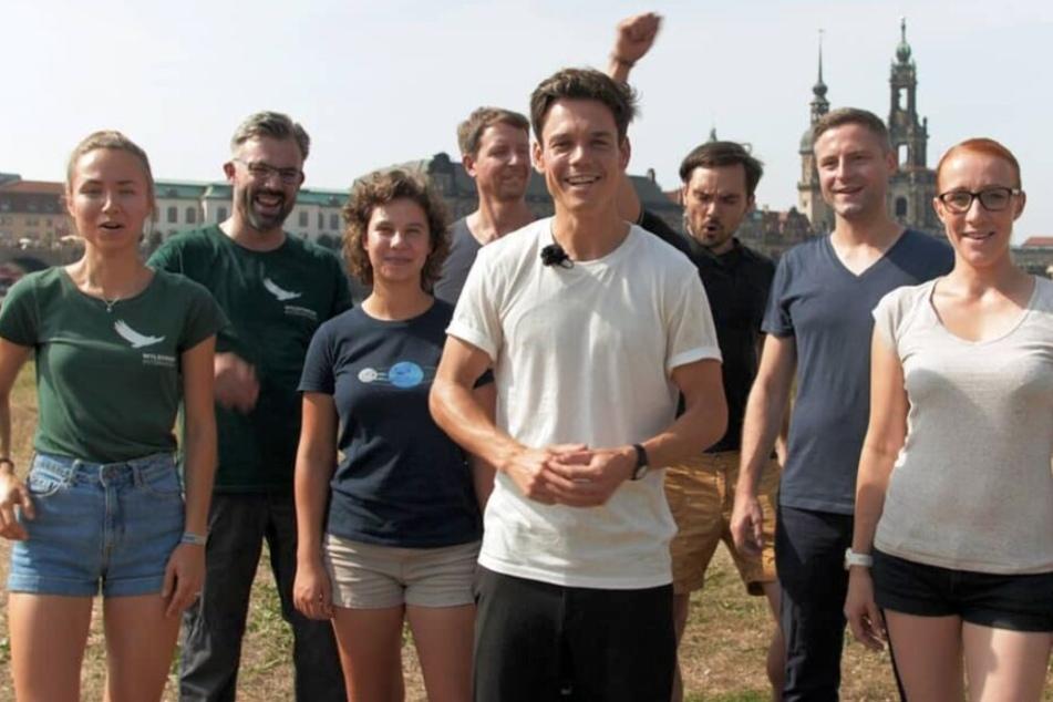 Wollen gemeinsam mit den Dresdnern 550.000 Bäume und Sträucher in der Stadt pflanzen: das Projekt-Team um Christian Fenner (28 vorn Mitte).