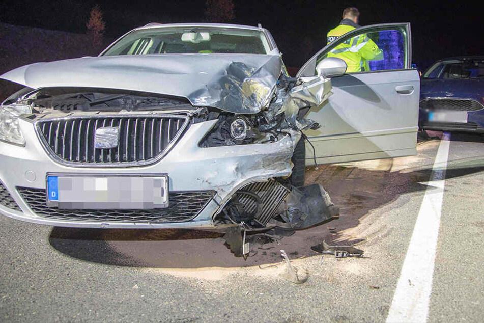 Bundesstraße voll gesperrt! Schwerer Unfall an Autobahnauffahrt