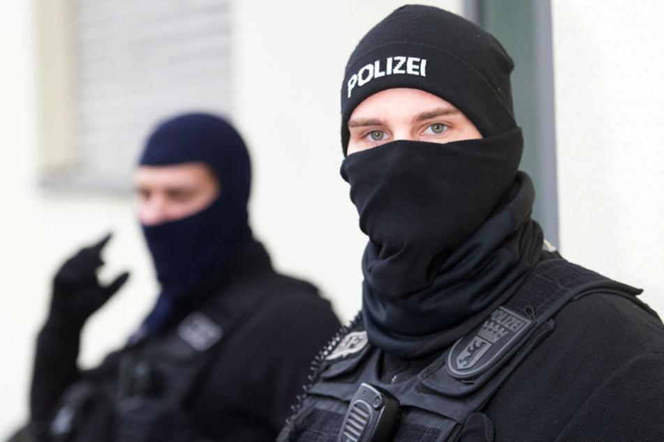 Bei der Durchsuchung am Mittwoch sollen zwei Verdächtige festgenommen worden sein. (Symbolbild)