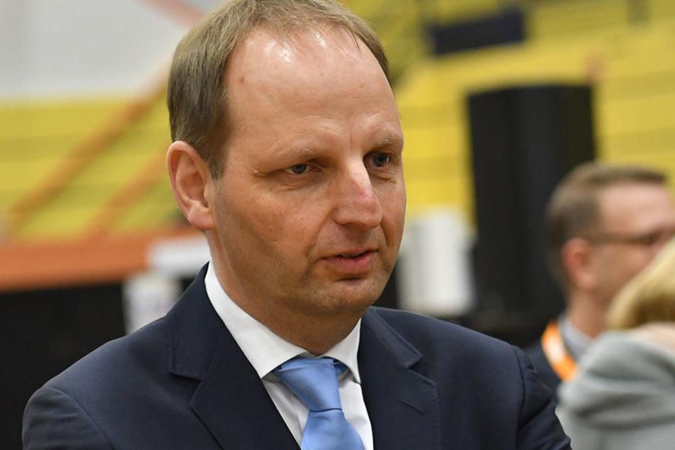 Hat noch viel Arbeit vor sich: Thomas Heilmann (CDU, 52) fordert mehr Geld um die Schulen zu verbessern und auszubauen.