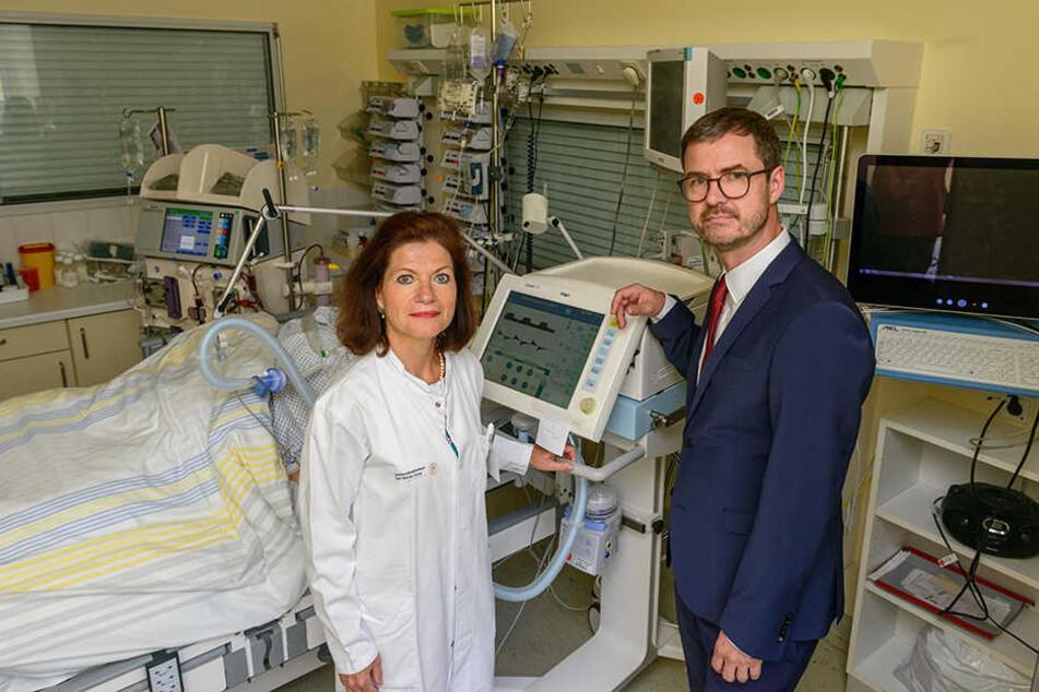 Engere Zusammenarbeit: Die Direktorin der Uniklinik-Intensivtherapie Prof. Thea Koch (56) und Dr. Ulf Bodechtel (47) von der Bavaria Klinik Kreischa freuen sich über das neue Sepsis-Zentrum.
