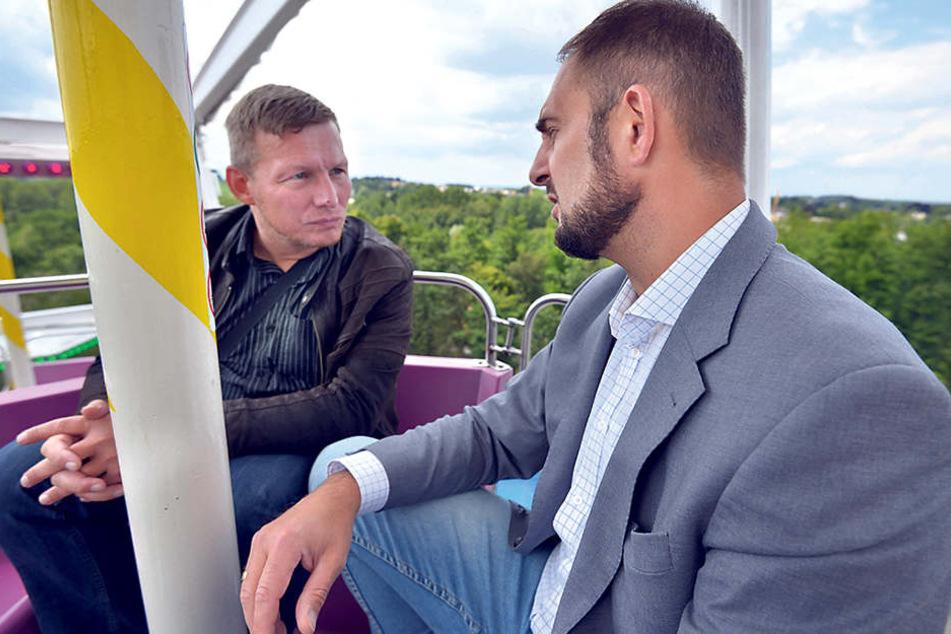 Anregende Höhenluft: Jesko Vogel (43, rechts), OB von Limbach-Oberfrohna, im Gespräch mit TAG24-Redakteur Frank Harnack (45) in 38 Meter Höhe