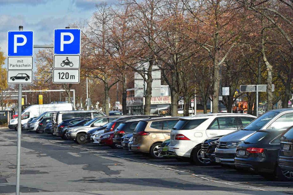 Rund um den Pirnaischen Platz sollten 72 Parkplätze wegfallen: Daran scheiterte der Promenadenring nun vorerst im Bauausschuss.