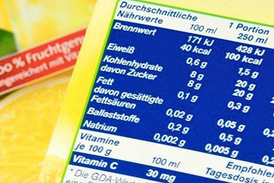 Jeder Zweite ernährt sich falsch. Auch Nährwertangaben auf den Produkten schützen nicht davor.