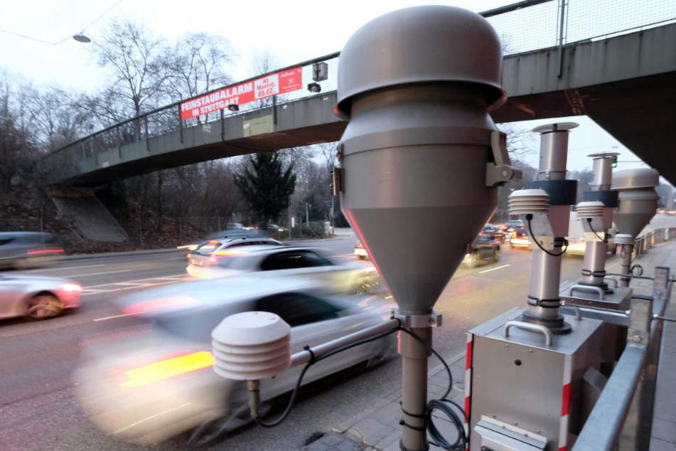 Am besonders belasteten Neckartor in Stuttgart wurde der Maximalwert gemessen. (Archivbild)