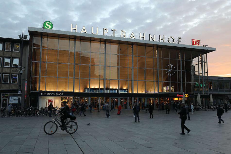 Der verdächtige Mann wurde am Kölner Hauptbahnhof durchsucht.