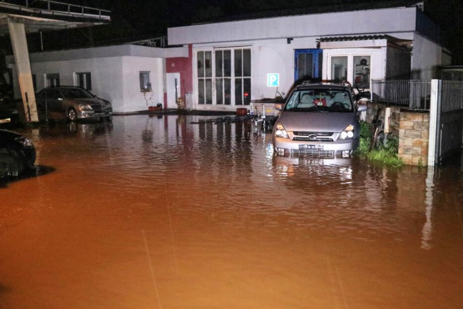 Regenfälle sorgen für Chaos: In Teilen des Freistaats wurden Grundstücke überflutet.