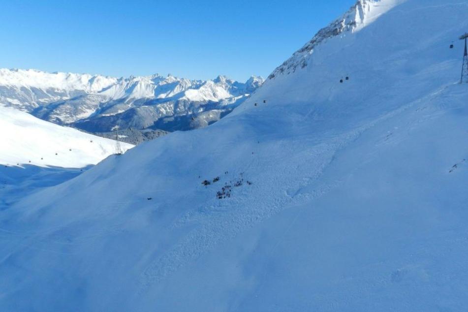Bei einem Lawinenunglück in Österreich ist mindestens ein deutscher Skifahrer gestorben (Symbolbild).