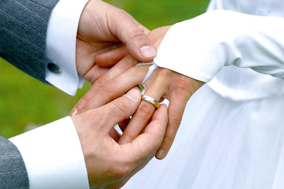 Weil eine Braut sich eine Eheschließung ganz nach ihren Vorstellungen wünschte, sitzt sie nun im Knast.