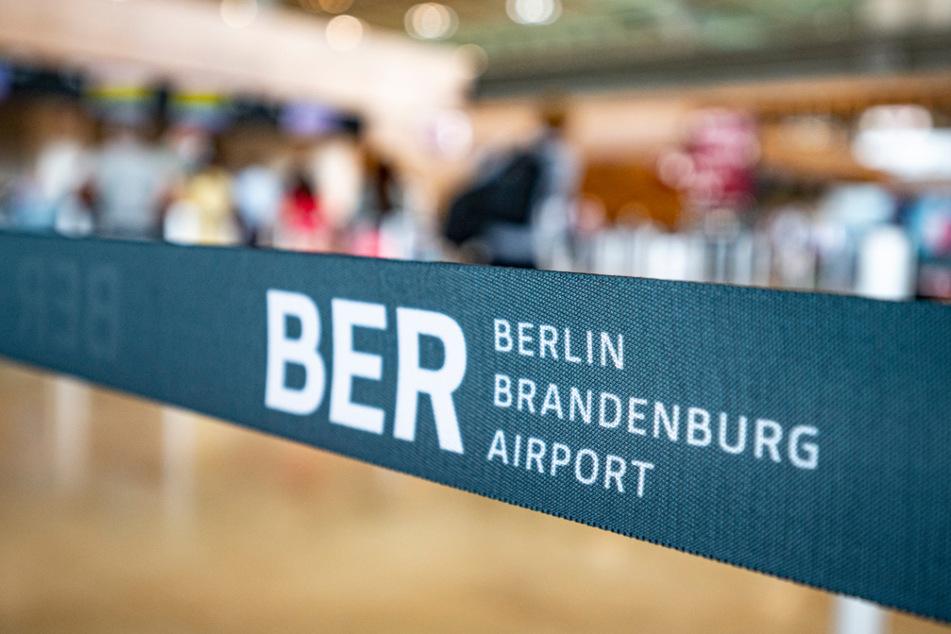 Lufthansa hatte den Passagieren geraten, mindestens vier Stunden vor Abflug da zu sein, zog die Empfehlung aber wieder zurück.