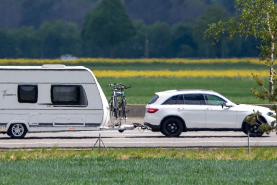 Die Frau wurde zwischen dem Wohnwagen und einem Auto eingeklemmt (Symbolfoto).