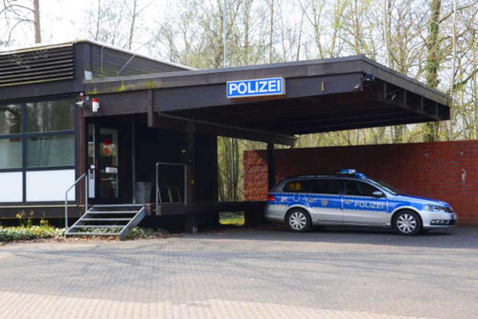 Als der Mann bei der Wache ankam, stellten die Polizisten schnell fest, dass der 56-Jährige betrunken war.