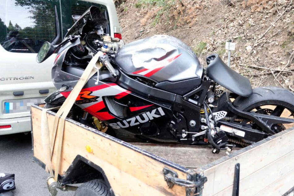 Schwerer Unfall: Motorradfahrer stürzt auf der B173