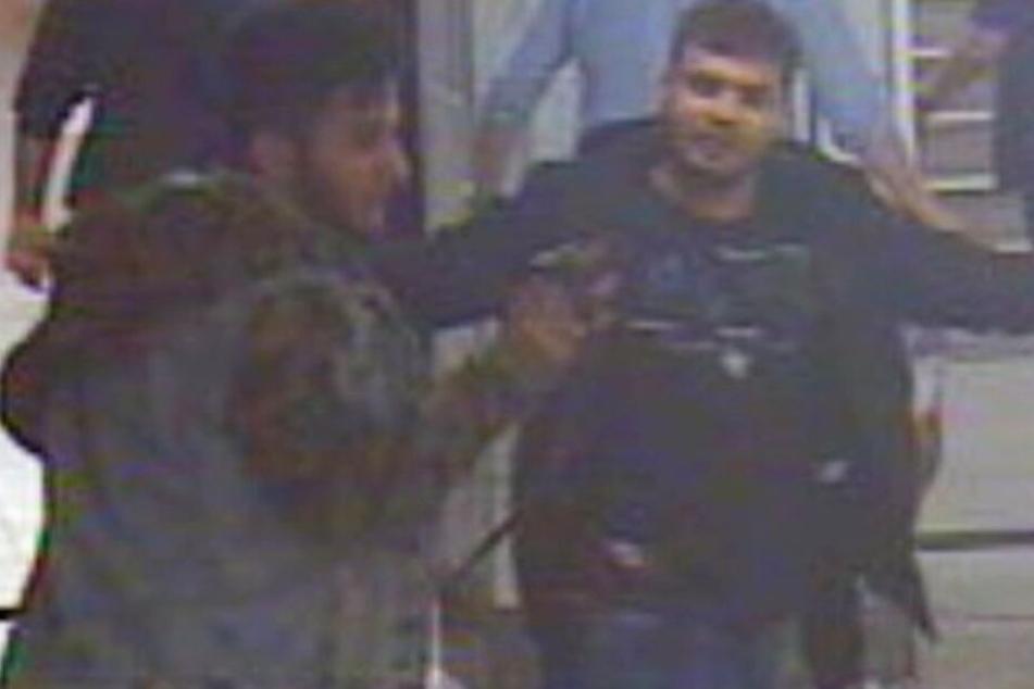 Brutale Attacke mit Gürtel und Scherbe: Polizei sucht nach U-Bahn-Schlägern!