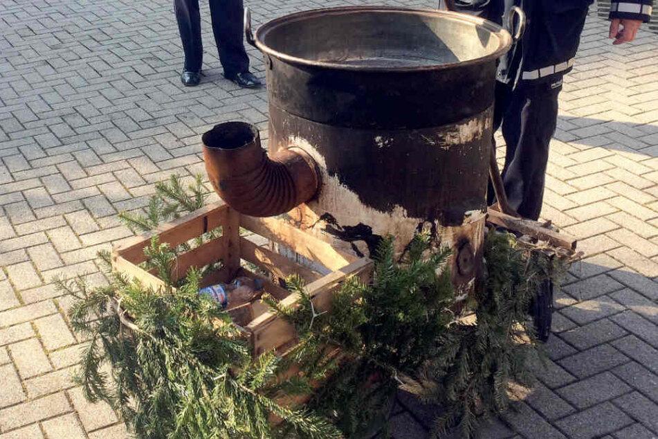 Die Polizei ermittelt nun gegen die Beteiligten, welche die Frau in den kochenden Kessel gehalten haben.