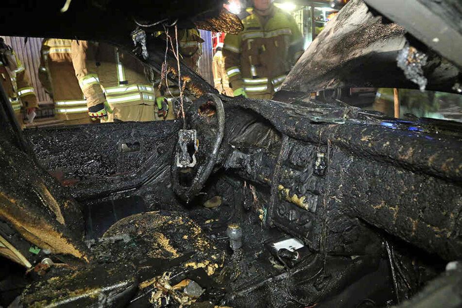 Der Innenraum des Audi brannte komplett aus.