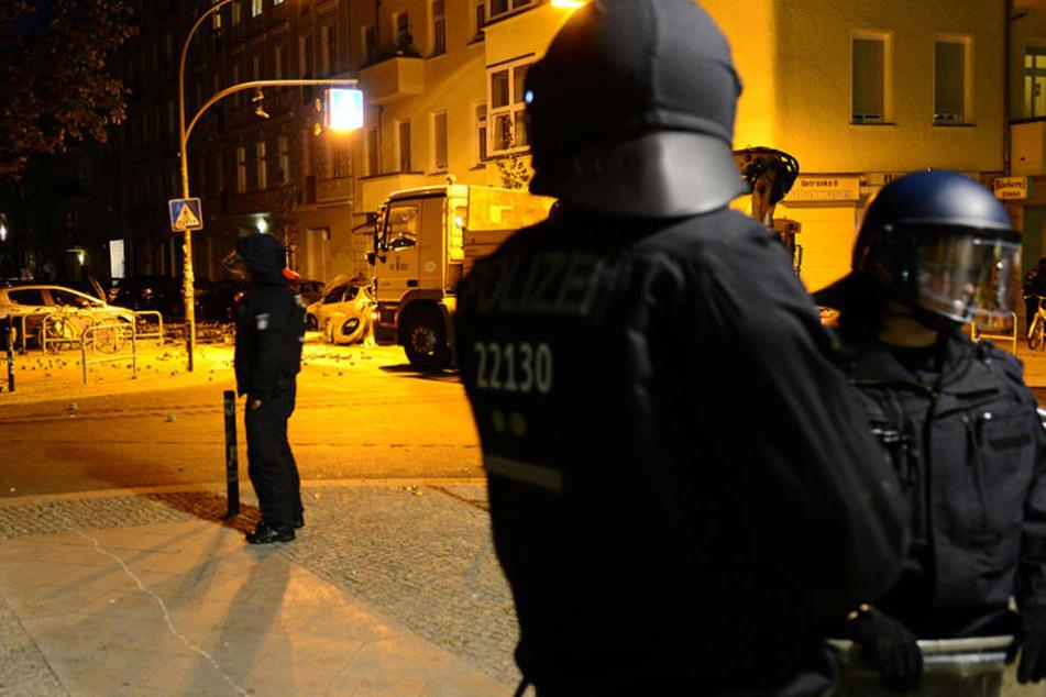 Polizisten im Einsatz in der Rigaer Straße im Juni dieses Jahres.