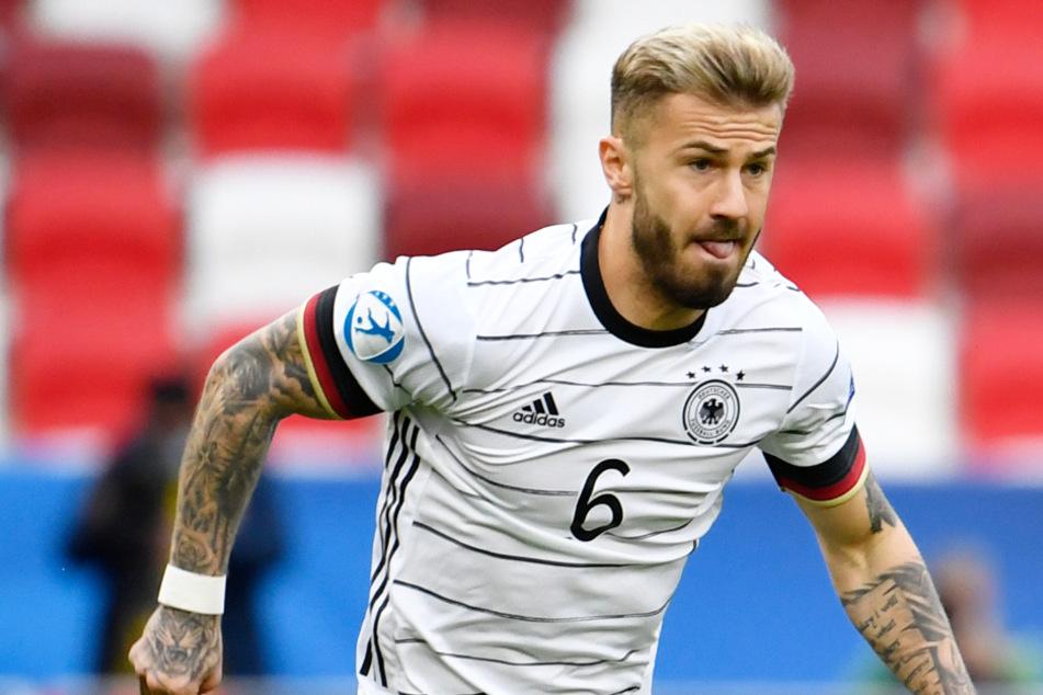 Niklas Dorsch (23) vom FC Augsburg traut der Auswahl von U21-Nationaltrainer Stefan Kuntz (58) ein erfolgreiches Olympia-Turnier zu.