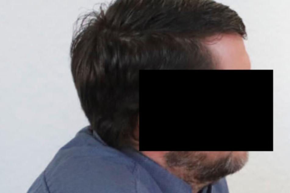 Mitarbeiterin heimlich auf Klo gefilmt? Gericht spricht Telefonshop-Chef frei