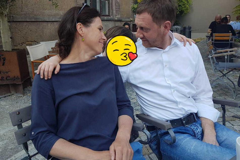 """""""Schöner Familiennachmittag im TJG"""" schrieb Annett Hofmann unter dieses innige Foto mit ihrem Mann Michael Kretschmer (43)."""