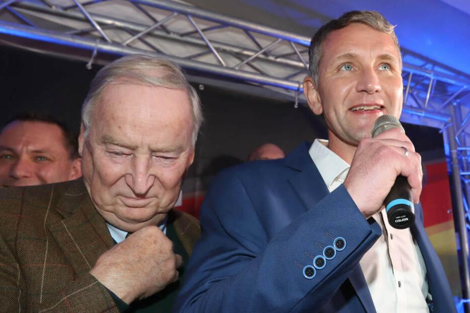 AfD-Vorsitzender Alexander Gauland (li.) zeigte sich gemeinsam mit Björn Höcke in Erfurt bei der Wahlparty der AfD.