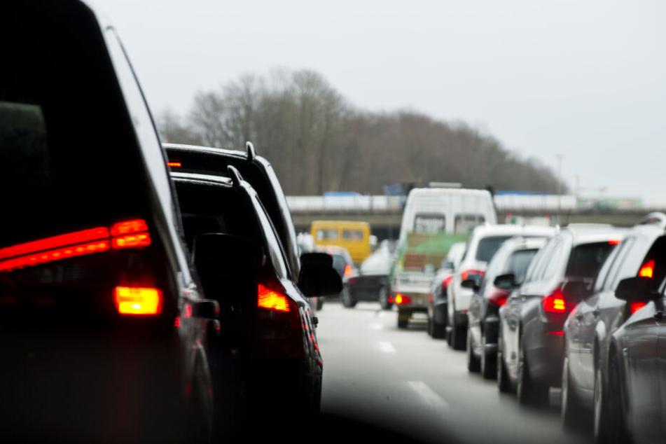Fahrer auf der A96 Richtung Lindau müssen mit Verzögerungen und Stau rechnen. (Archivbild)