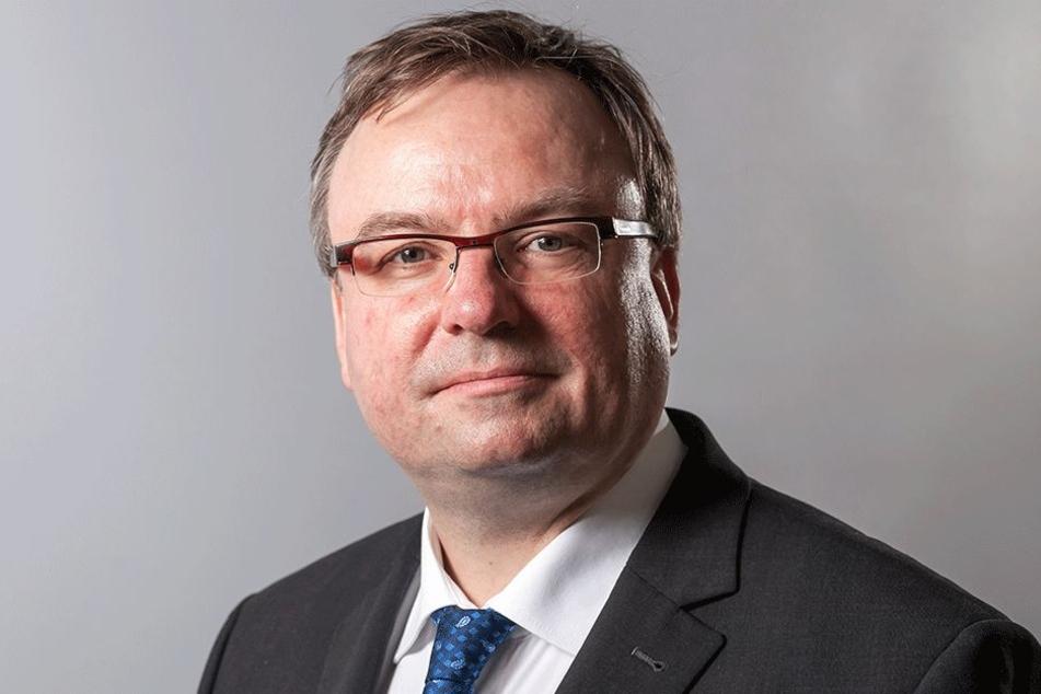 Alexander Haentjens (48, CDU) platzte im Stadtrat der Kragen, sieht SPD und Grüne als Verhinderer besserer Fußwege.