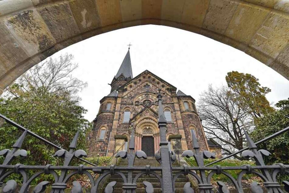 Der denkmalgeschützte Grab-Schatz gehört zur Lutherkirche in Freital.