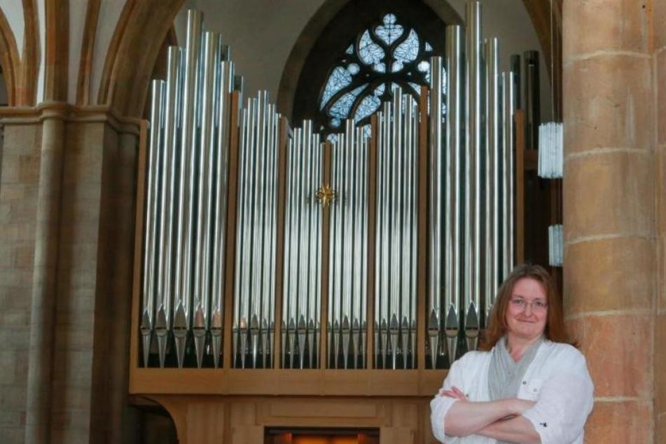 Ruth Seiler freut sich auf's Festkonzert am Sonntag. Die Orgel ist aus Eichenholz und 2843 Pfeifen.