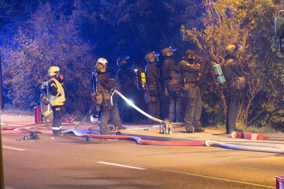 Feuerwehr und SEK waren stundenlang im Einsatz um den Mann zur Vernunft zu bringen.