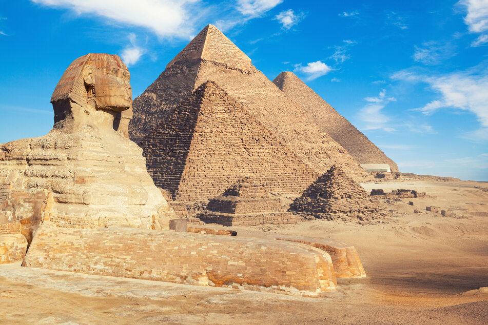 Um die Erbauung der Pyramiden in Ägypten ranken sich seit Jahrtausenden die absurdesten Mythen.