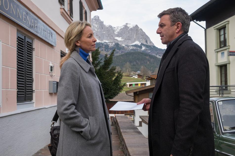 """Eine Szene aus der vergangenen Staffel """"Der Bergdoktor"""": Martin (Hans Sigl) braucht dringend Franziskas (Simone Hanselmann) Hilfe - doch es geht ausgerechnet um Anne."""