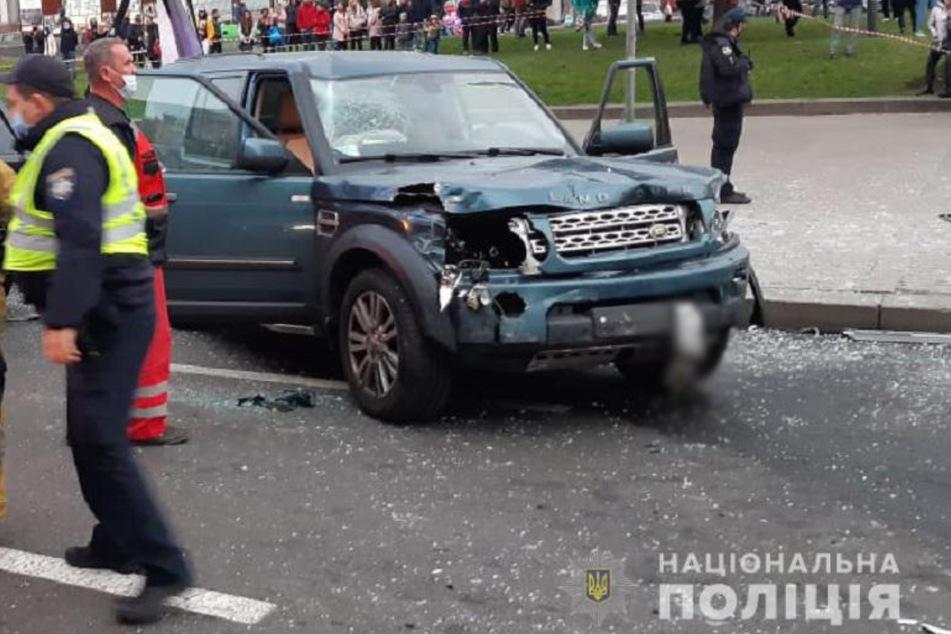 Der Unfallfahrer (66) des Geländewagens soll unverletzt geblieben sein.